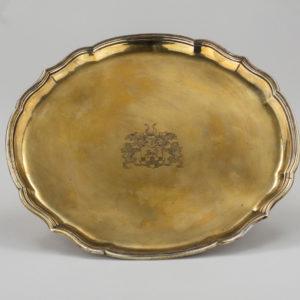 Tablett, Celle, vergoldet mit zeitgenössischem Wappen